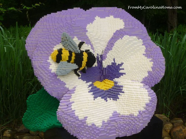 lego pansy bee