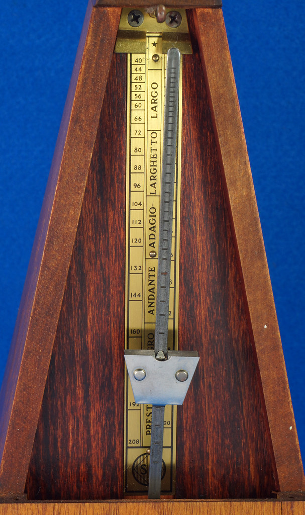 RD30627 Early Seth Thomas Metronome De Maelzel #7 4913 with Copper Badge on Front DSC08836