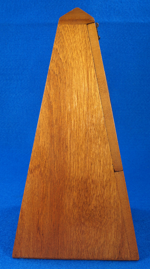 RD30627 Early Seth Thomas Metronome De Maelzel #7 4913 with Copper Badge on Front DSC08829