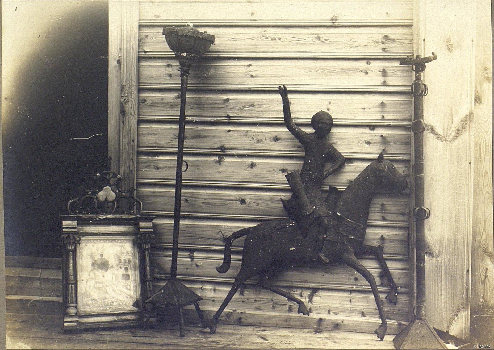 Мезень.  Статуя Георгия Победоносца