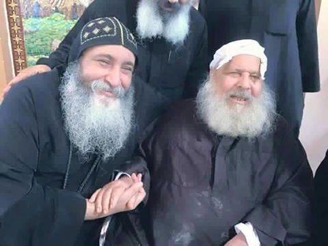 الراهب القمص فانوس الأنبا بولا مع الأنبا كيرلس أسقف ورئيس دير مارمينا مريوط (1)