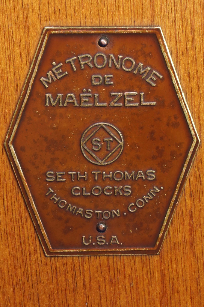 RD30627 Early Seth Thomas Metronome De Maelzel #7 4913 with Copper Badge on Front DSC08834