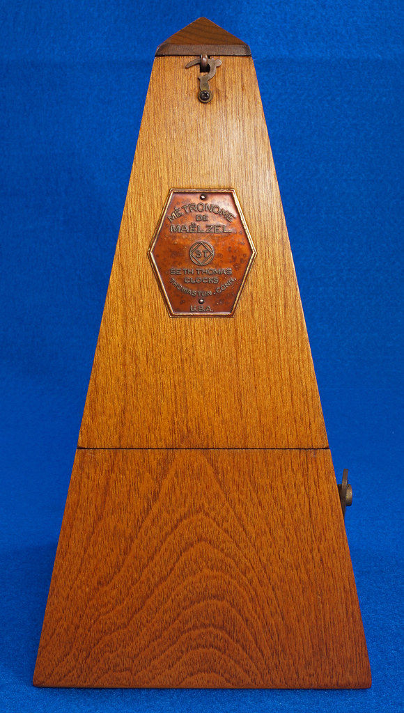 RD30627 Early Seth Thomas Metronome De Maelzel #7 4913 with Copper Badge on Front DSC08828