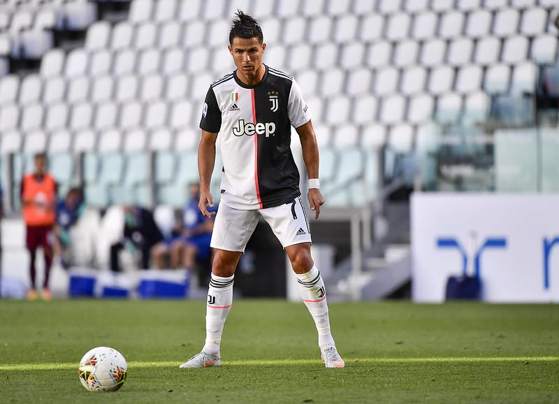 Cristiano Ronaldo專注操刀自由球。(達志影像)