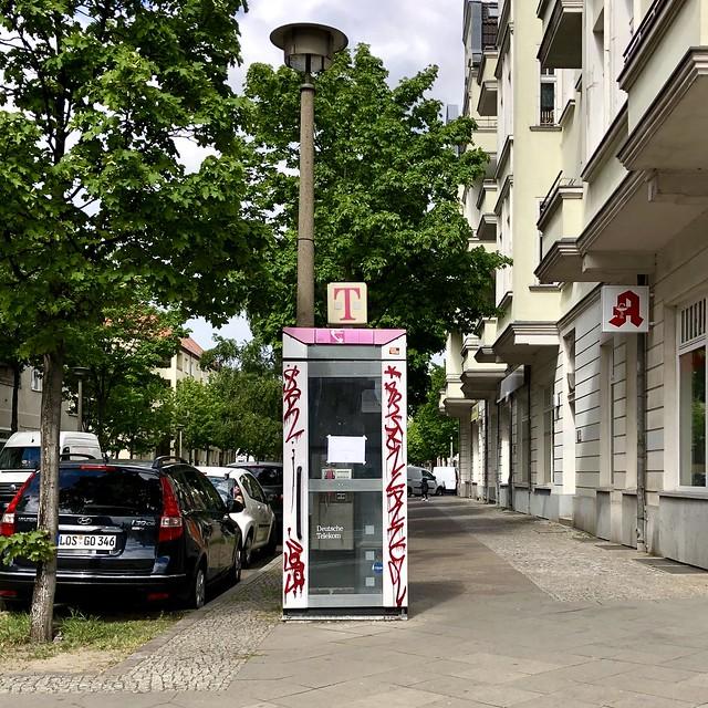 ...da staunt der Mobilfunkteilnehmer / Wilhelminenhofstraße Ecke Schillerpromenade