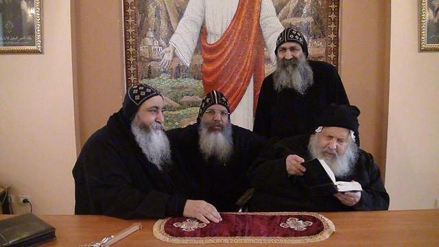 الراهب القمص فانوس الأنبا بولا مع الأنبا كيرلس أسقف ورئيس دير مارمينا مريوط (4)