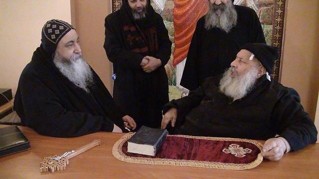 الراهب القمص فانوس الأنبا بولا مع الأنبا كيرلس أسقف ورئيس دير مارمينا مريوط (2)