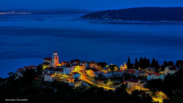 Mošćenice by night - sa ceste za Grabrovu
