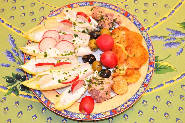 Juli 2020 ... Chicorée-Teller mit Gemüse und Käse ... Brigitte Stolle