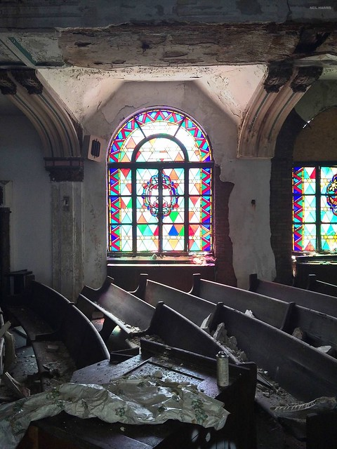 Priestly Blessing window in the former Agudas Achaim North Shore Congregation