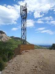 Le pylône (Orange) pour le mobile dans la vallée du Cavu
