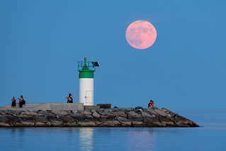 Full Moon rising over Lake Ontario | by popov sin