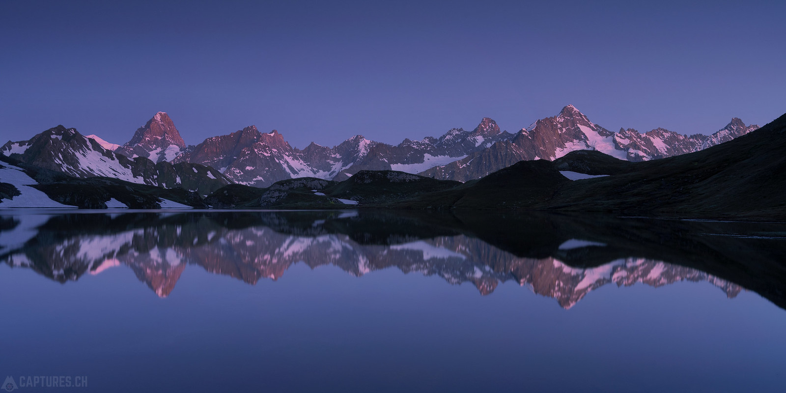 Alpenglow at dawn - Lacs de Fenetre