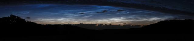 Leuchtend Nachtwolken über dem Ruhrgebiet I/ noctilucent clouds above the ruhr area I