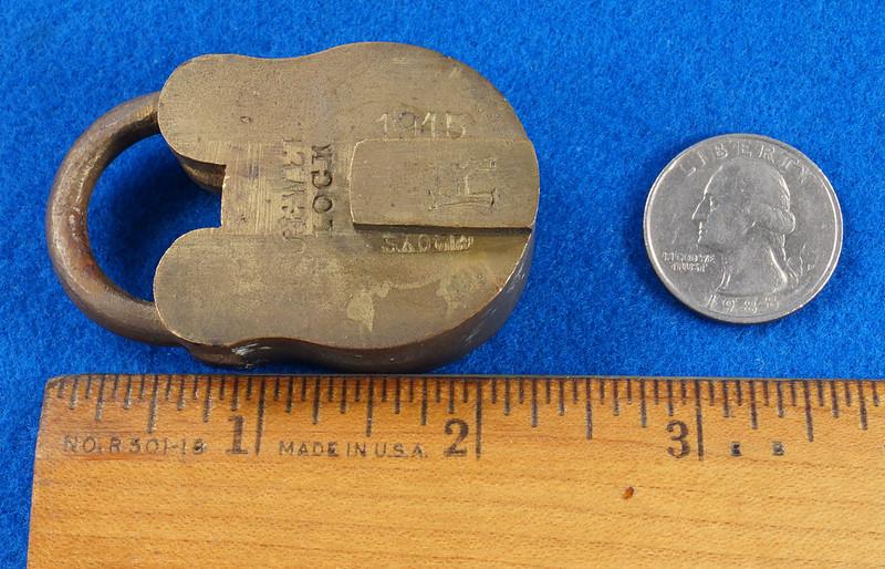 RD30529 Antique Brass Padlock Jewel Lock 1945 GT10Y.S  R Logo DSC08879