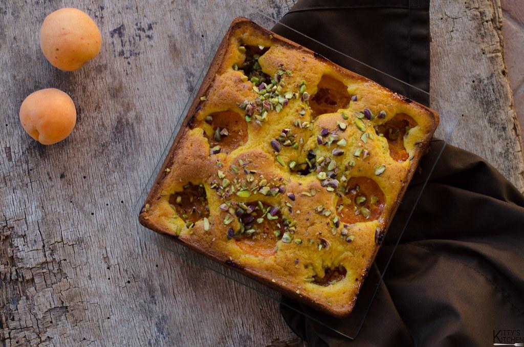 Torta mascarpone, albicocche e pistacchi