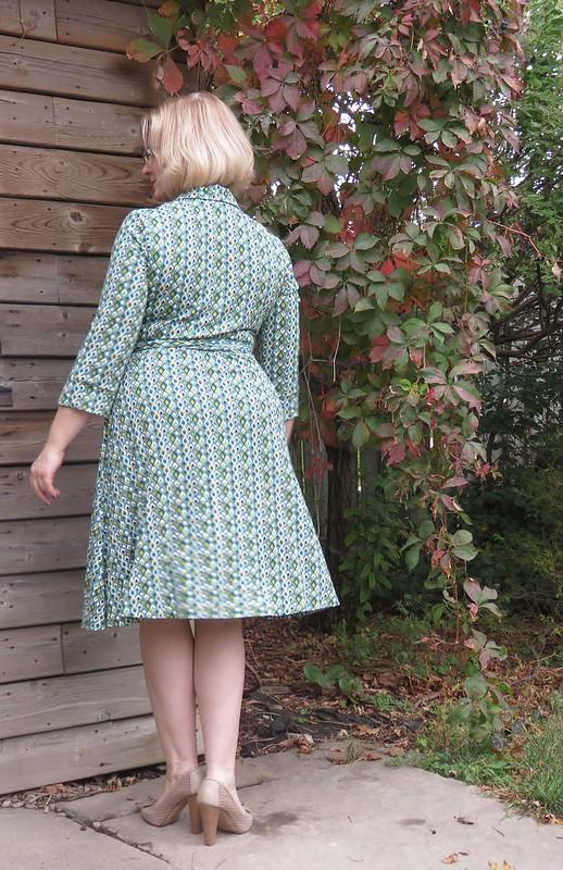 V8379 blue stripe skirt movement