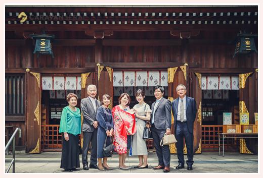 若宮八幡社へお宮参り(初宮参り) 家族・親族の集合写真