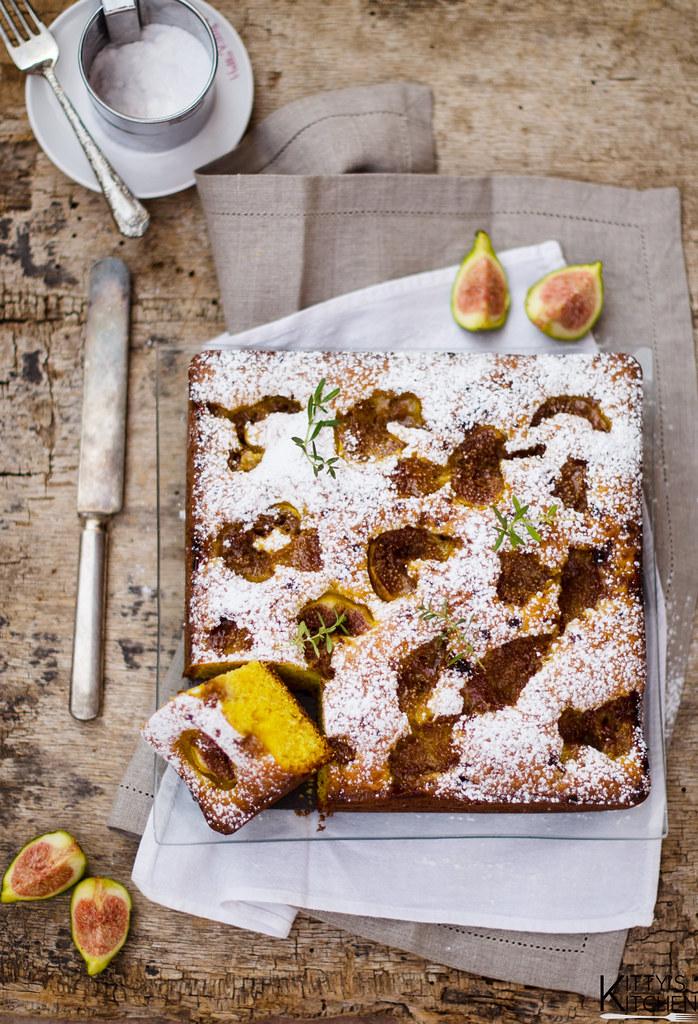 torta al mascarpone con fichi e santoreggia