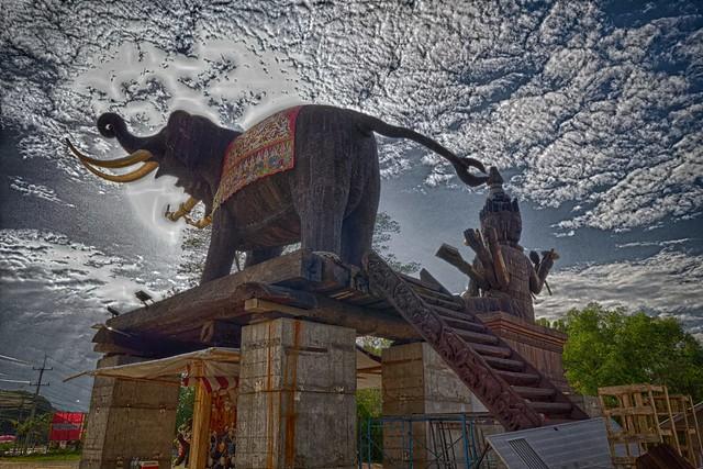 Monument Bouddhiste à Chai Sathan, Saraphi