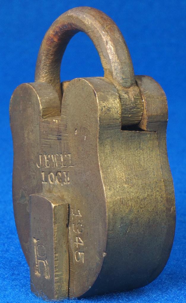 RD30529 Antique Brass Padlock Jewel Lock 1945 GT10Y.S  R Logo DSC08890