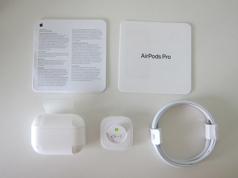 Apple AirPods Pro - Box Contents