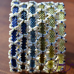 "Mixed Beaded Sculptures by Jenny Schu  <a href=""http://jennyschu.blogspot.com/2019/01/beadweaving-structures-combined-bangle.html"" rel=""noreferrer nofollow"">jennyschu.blogspot.com/2019/01/beadweaving-structures-com...</a>"