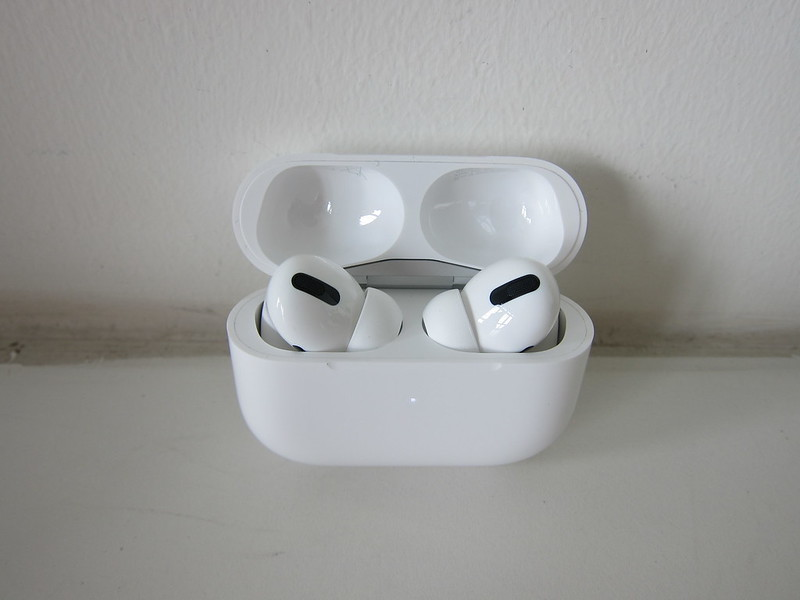 Apple AirPods Pro - Charging Case - Open