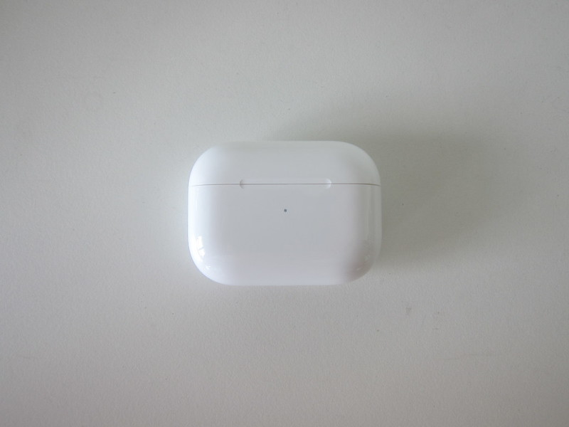 Apple AirPods Pro - Charging Case - Front