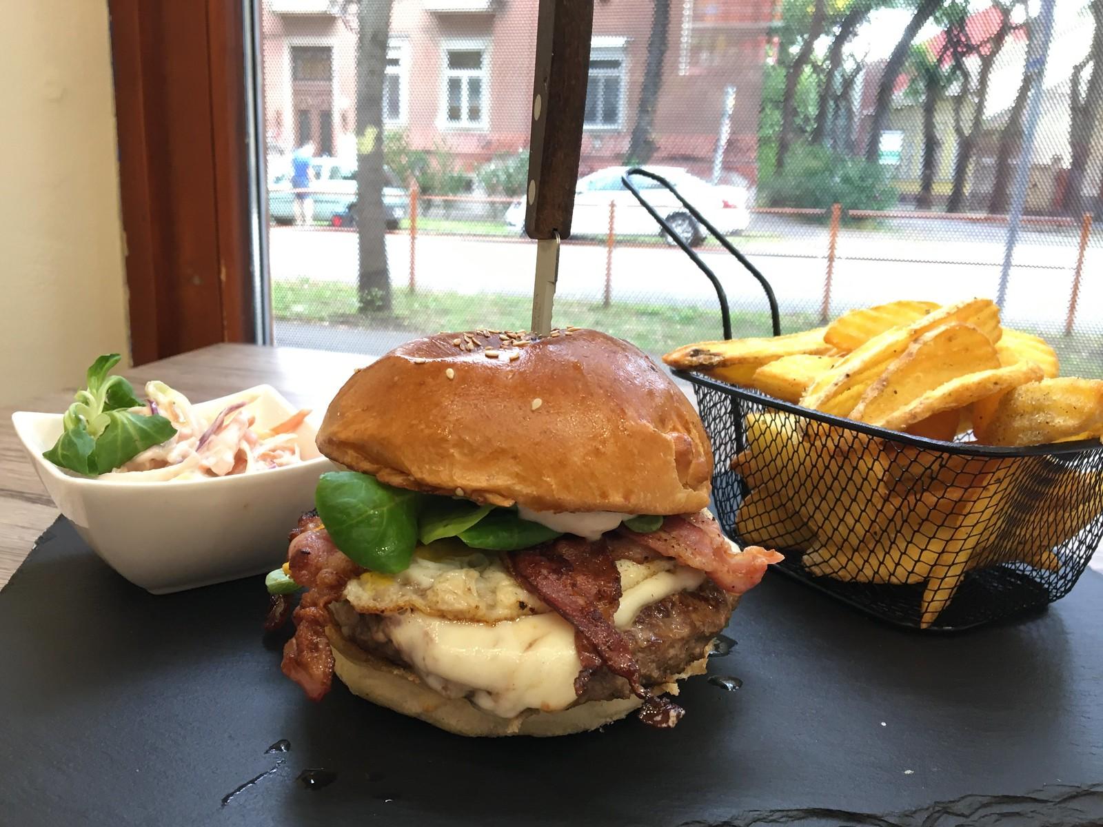 """Jackson Burger, az első """"fecske"""""""