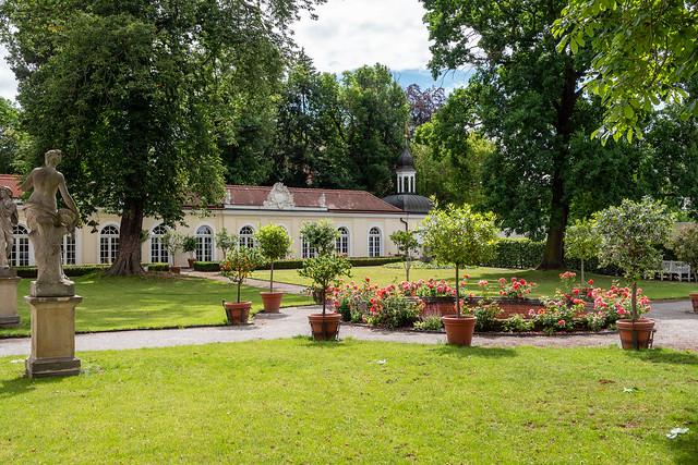 Leipzig, Gohliser Schlösschen: Garten mit Blick zum östlichen Eckpavillon - Leipzig, Gohlis Manor: Garden view looking to the east annex