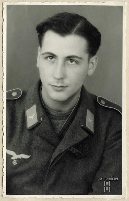 ArchivTappenX687 Flieger Günter Buck, WWII, Nagold, 15. Mai 1943