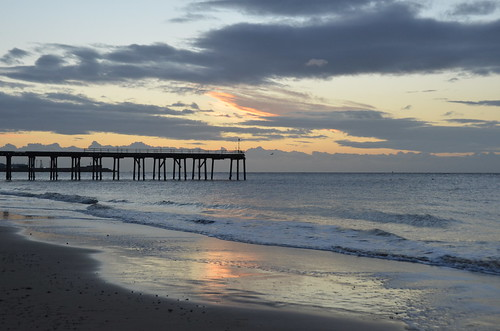 beach pier sun sunrise morning morninglight lowestoft lowestoftsouthbeach lowestoftbeach