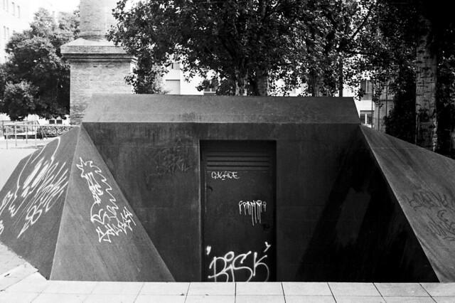 Bunker d'acer? / Steel bunker?
