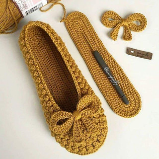 Delicate crochet shoes with step by step 1