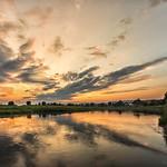15. Juuni 2020 - 21:09 - Bei so einem Anblick schließt man doch gern den Tag ab. Neulich in Großenwieden, Niedersachsen, an der Weser.