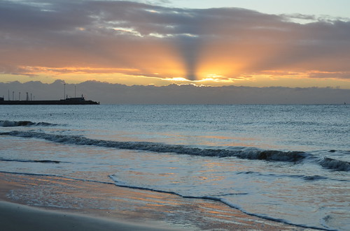 suffolk sun sunrise sunlight beach waves water morning morninglight