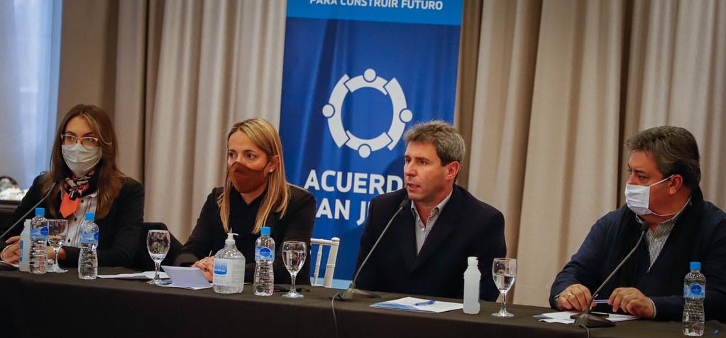 2020-07-06 PRENSA: Uñac visitó la mesa de trabajo del sector sindical en el marco del Acuerdo San Juan