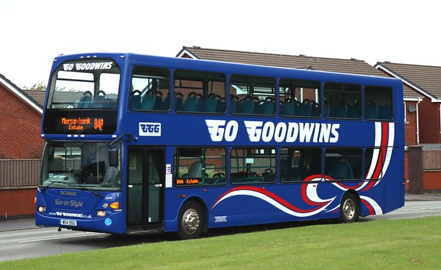 No problem with social distancing on this 86 seater today! Go Goodwins, Eccles 1 WSV 550 'Xander' works an 84A Chorlton service on Woodsend Crescent Rd in Flixton.