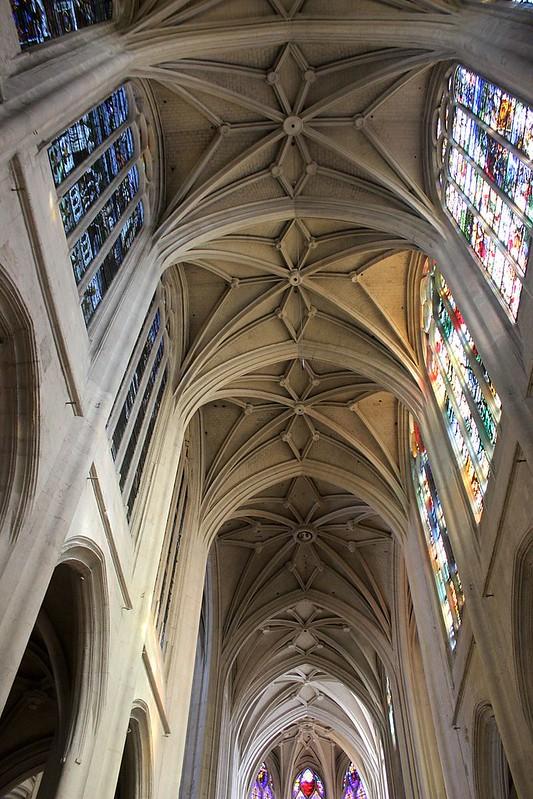 Interior_de_St._Gervais-St._Protais_02