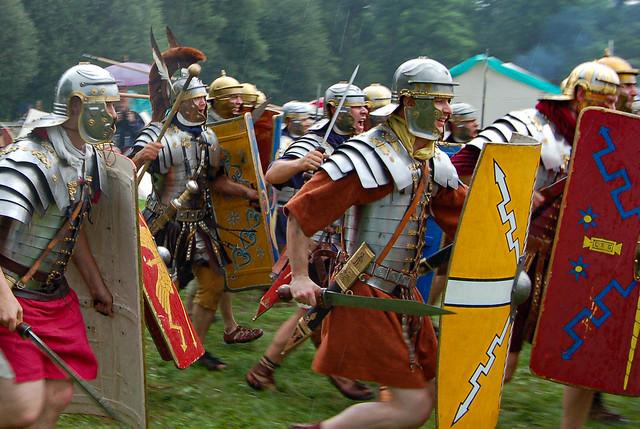 Römische Legionäre beim Angriff