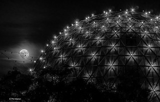 Full moon over the Cinesphere theatre | by Phil Marion (187 million views - THANKS)