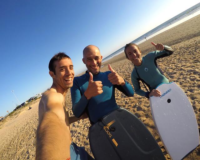 Surferianos en la playa del Palmar