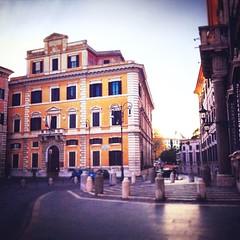 :sunrise_over_mountains: #Buongiorno Sapienza con una foto dell'Edificio di Architettura di Piazza Borghese di @silviantonini ・・・  #Goodmorning from the Piazza Borghese Architecture Building ・・・ #Repost: «Buongiorno, Sapienza» ・・・ #repostSapienza #Immagin