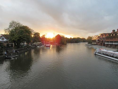 windsor unitedkingdom united kingdom sunset sunsetwindsorsunset windsorsunsetssunlightsunwaterriverriversriver thamesthamesthames river