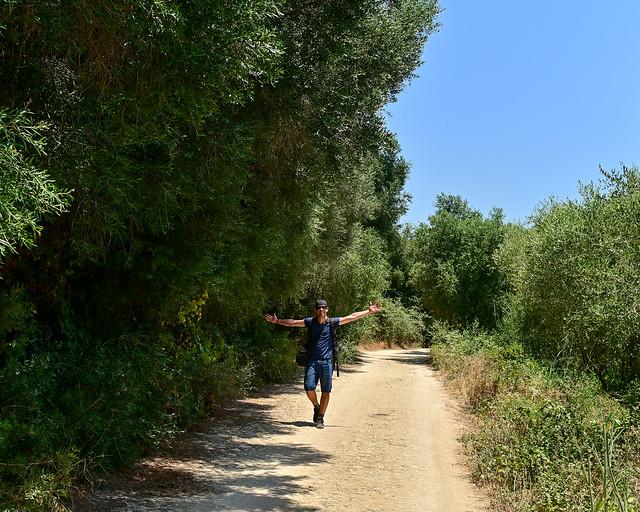 Caminando hacia la playa de la Mangueta