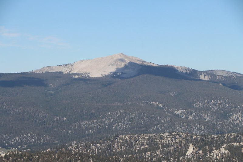 Zoomed-in view of Kern Peak from the PCT near Ash Meadow