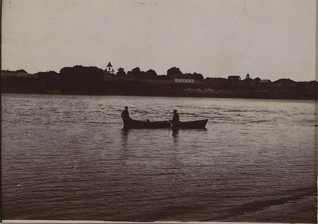22. Лодка на реке.