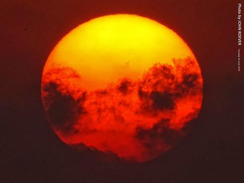 missouri jacksoncounty kc kcmo kansascity kansascitymo kansascitymissouri sun sunset sunsetting clouds evening aftersunset dusk lights color colour colors colours libertymemorial closeup 2020 june june2020 summer summer2020 usa