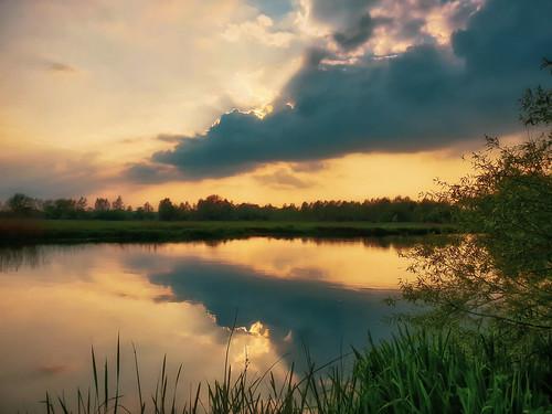 englishcountryside sunset riverthames oxfordshire abingdon eveninglight tranquil reflection sun